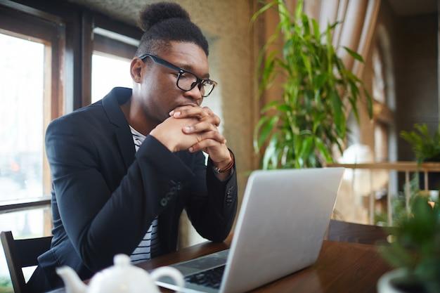 アフリカ系アメリカ人の実業家 無料写真