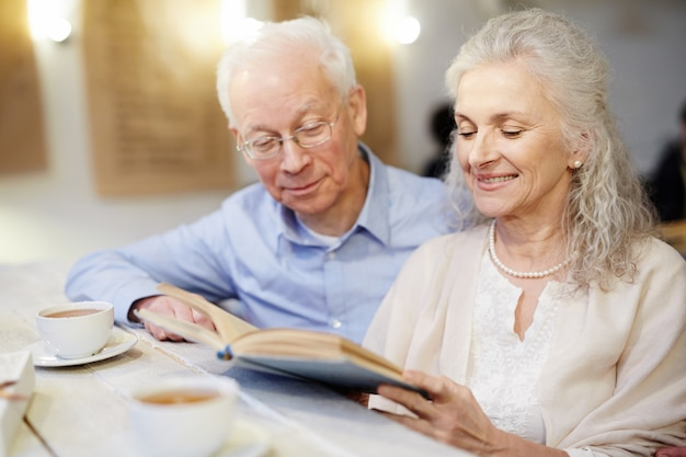退職後の読書 無料写真