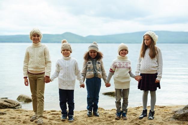 ビーチでの子供たち 無料写真