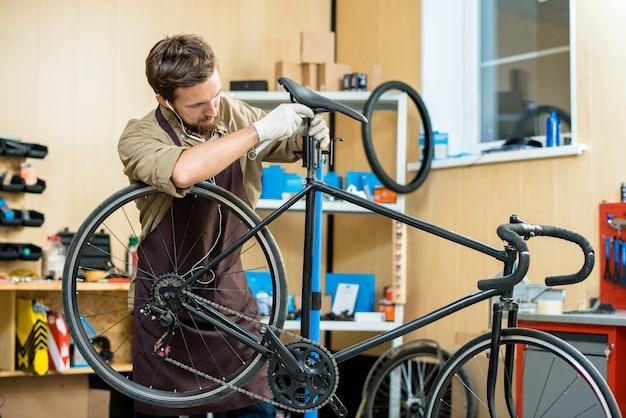 自転車用サドルの調整 無料写真