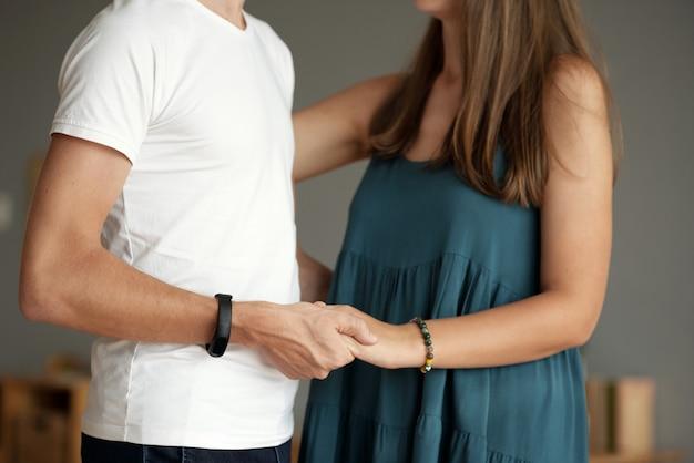 あなたと手をつなぐ 無料写真