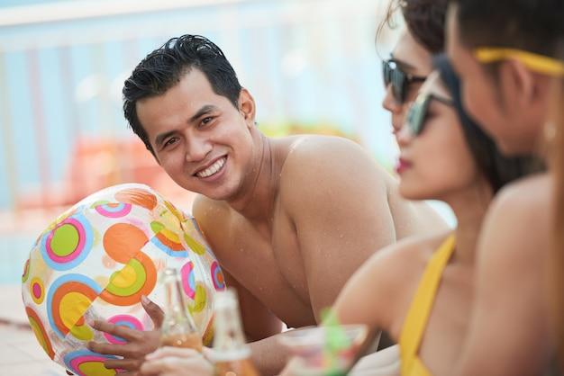Наслаждаться вечеринкой у бассейна Бесплатные Фотографии