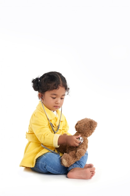 聴診器でかわいい幼児 無料写真