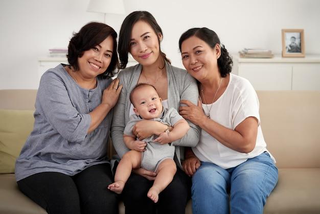 Женщины в азиатской семье Бесплатные Фотографии