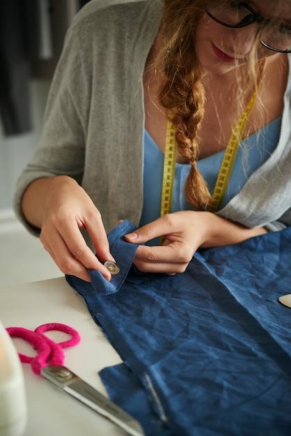 布の縫製ボタン 無料写真