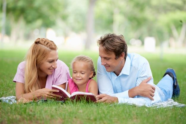 娘への読書 無料写真