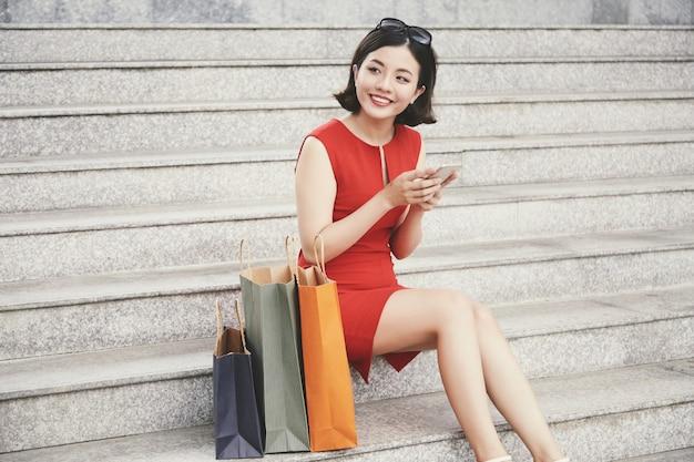 きれいな女性の買い物中毒 無料写真