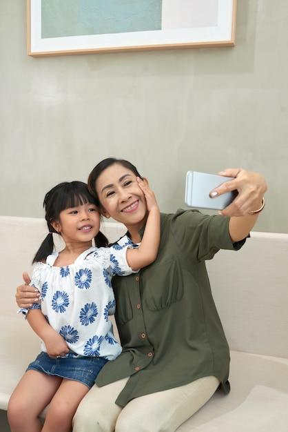 孫娘と自分撮り 無料写真