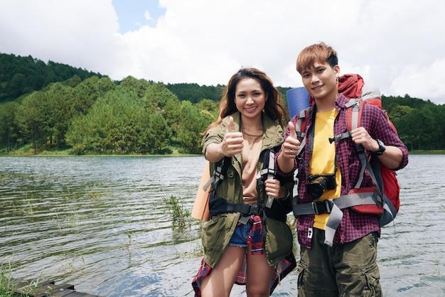 ハイキングカップル 無料写真