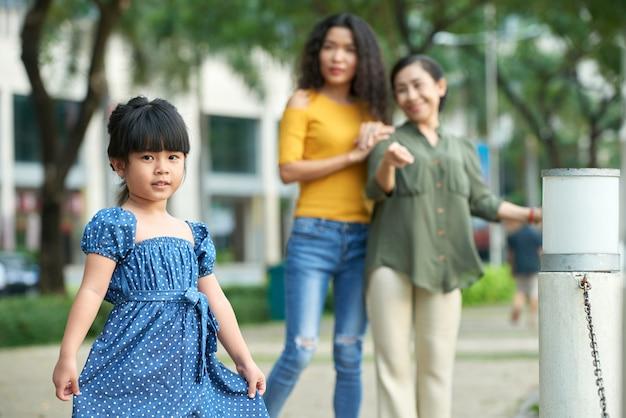 愛らしいアジアの少女の肖像画 無料写真