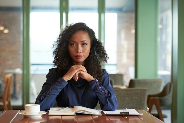 若いビジネス女性 無料写真