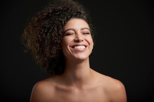 笑う女性 無料写真