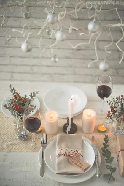 クリスマスディナーの美しいテーブル 無料写真
