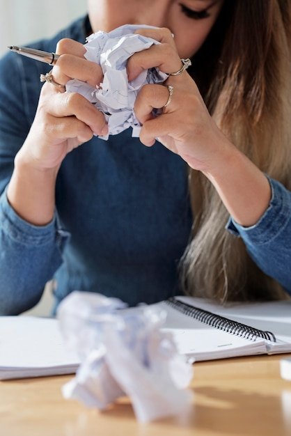 学生のしわくちゃの紙 無料写真