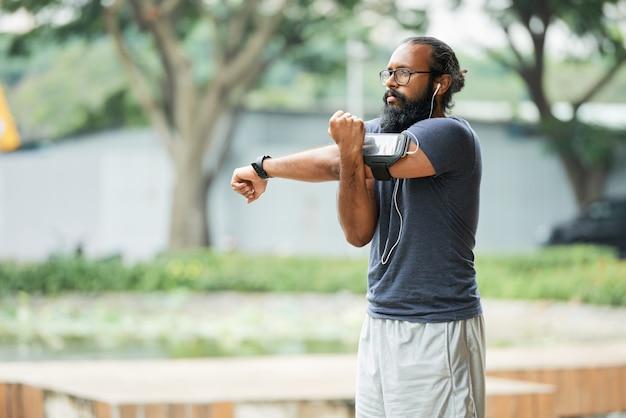 Индийский спортсмен разогрев Бесплатные Фотографии