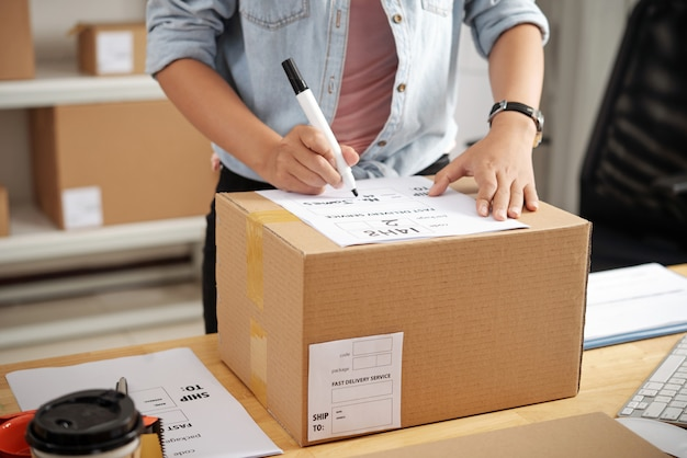 Написание адреса на коробке Бесплатные Фотографии