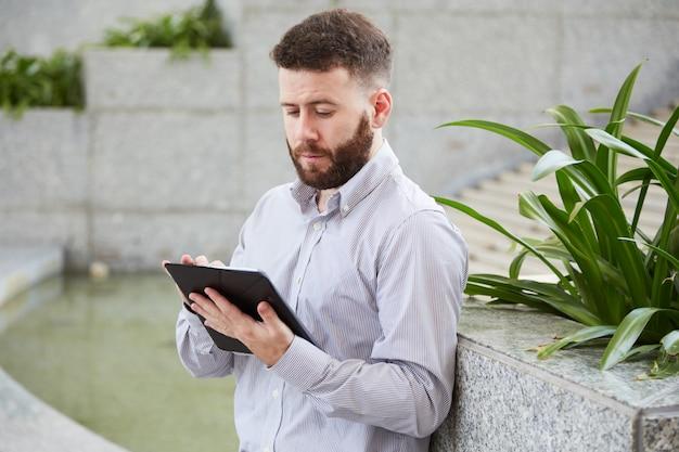 デジタルタブレットの起業家 無料写真