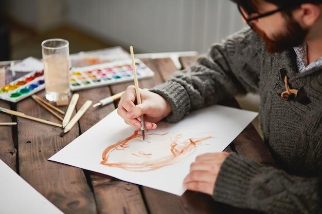 ブラシを使用して、アーティストのクローズアップ 無料写真