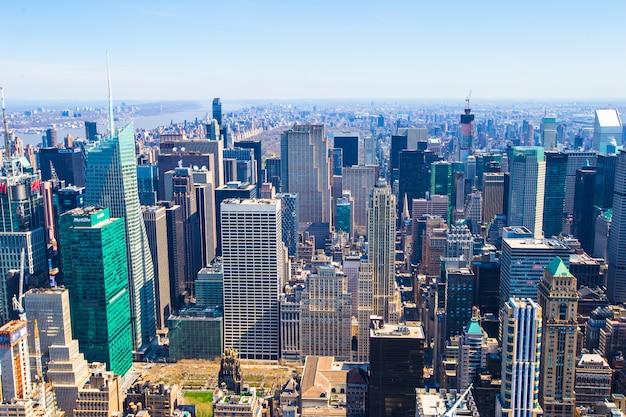 ニューヨークのエンパイアステートビルディングからのマンハッタンのビュー Premium写真