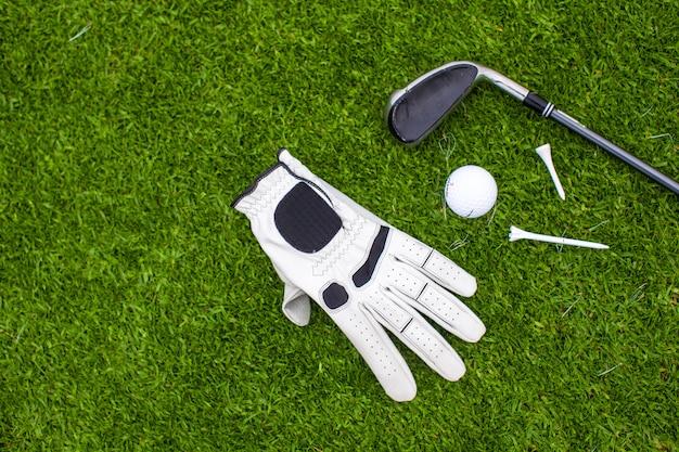 緑の芝生のゴルフ用品 Premium写真