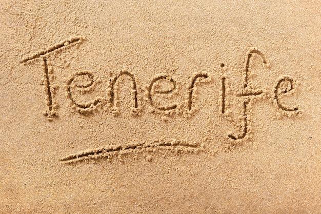 テネリフェ島の夏のビーチメッセージを書く Premium写真
