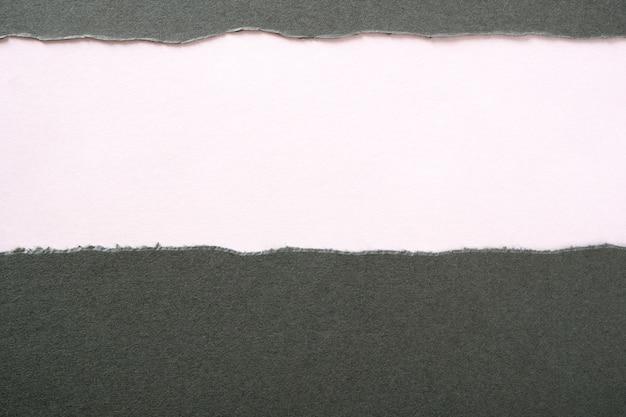 グレーの紙引き裂かれたストリップ 無料写真