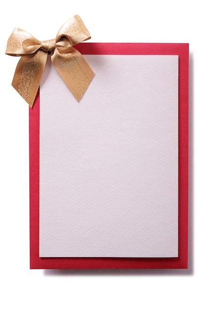 金の弓と赤い封筒付きのクリスマスカード 無料写真