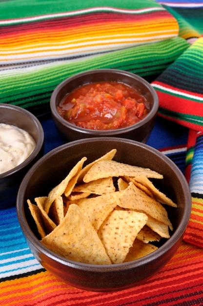 メキシコナチョスとサルサ 無料写真