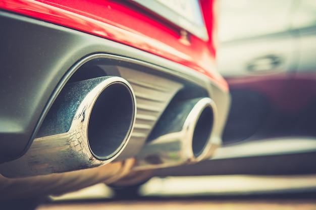 車の排気管 Premium写真