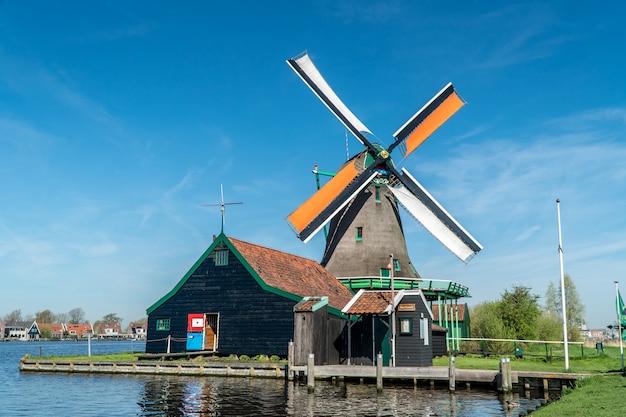 オランダの美容風車 Premium写真