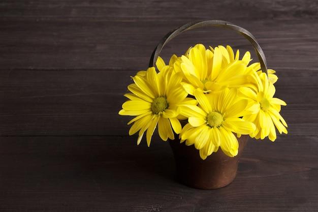 Букет из желтых ромашек Premium Фотографии