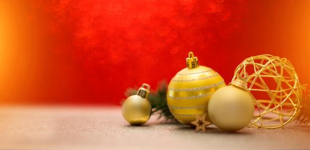 クリスマスボール、ギフト、装飾クリスマスの背景 Premium写真
