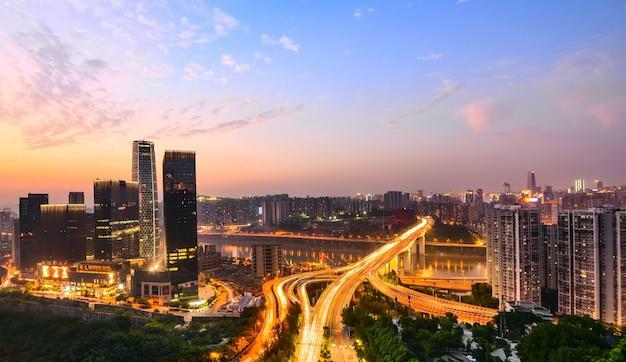 夕日の超高層ビル 無料写真