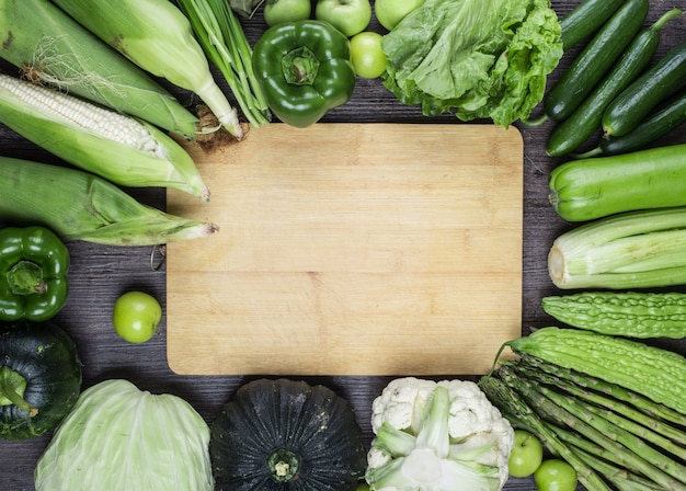 Таблица с зелеными овощами Бесплатные Фотографии