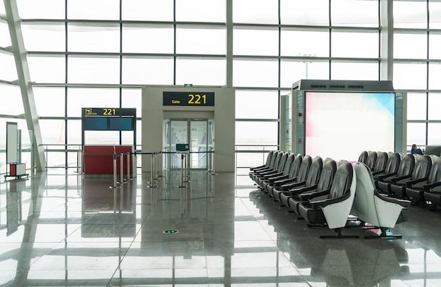 Совершенно новый зал вылета в аэропорту Premium Фотографии