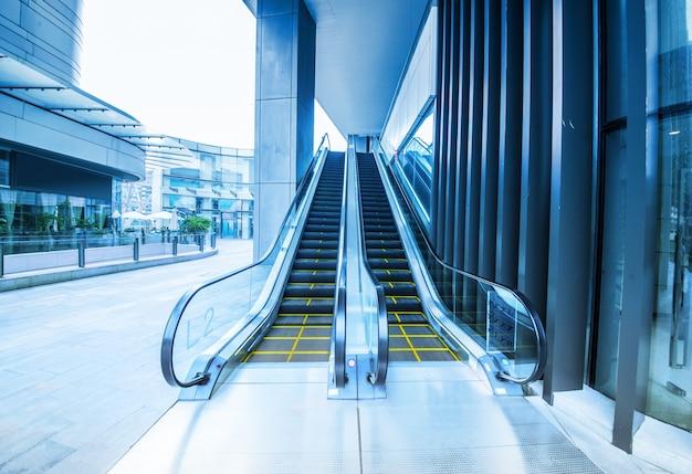 空港でエスカレーター 無料写真