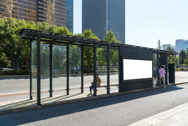 ステージ上のバス停看板、杭州、中国 Premium写真