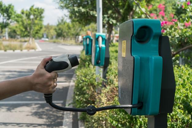 電気自動車用電源のサイン Premium写真