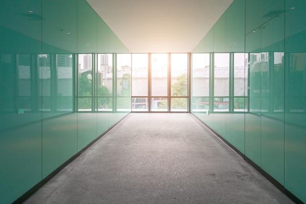 エントランスホールと空の床タイル、室内空間 Premium写真