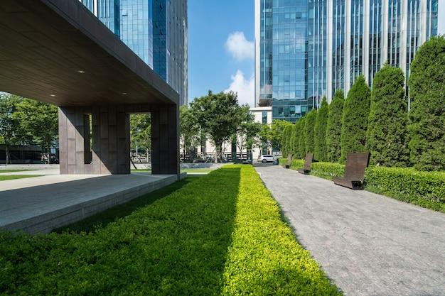 中国青島の金融センターの空床とオフィスビル Premium写真