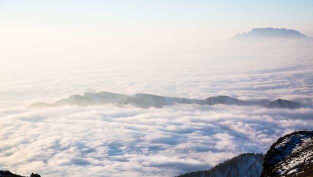 雲で隠さマウンテン 無料写真