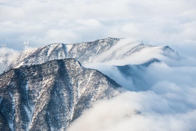 クラウドは、山を滑り降り 無料写真