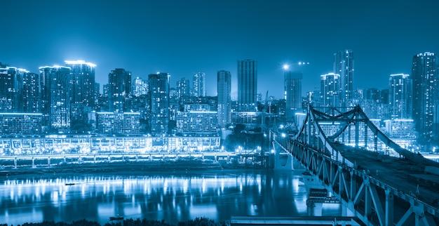 パノラマの街の風景、中国の重慶市の美しい夜景 Premium写真