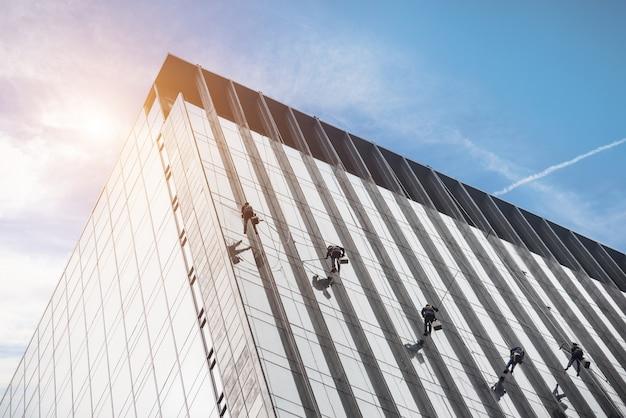 Пылесос в чистом стеклянном здании Бесплатные Фотографии