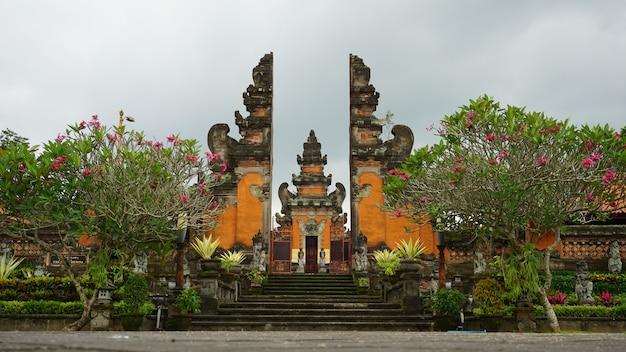 バリ島の仏教寺院 Premium写真