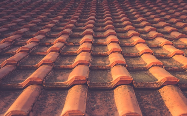 赤瓦の屋根のテクスチャ地中海建築の詳細 Premium写真