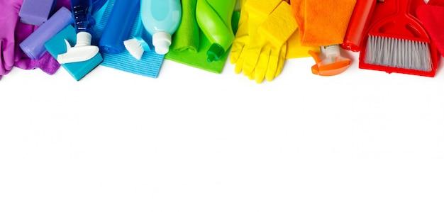 家の中で明るい春の大掃除のために設定された虹。 Premium写真