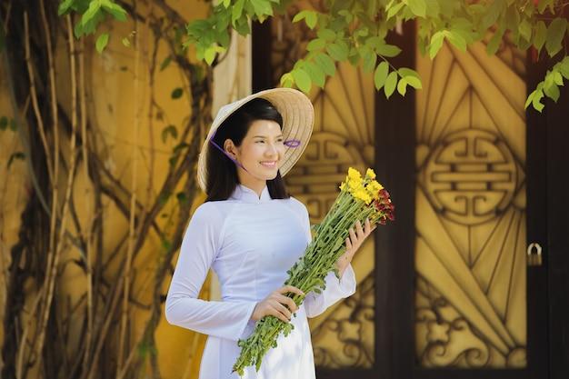 Вьетнамская девушка Premium Фотографии