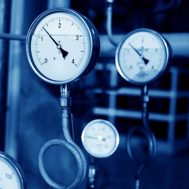圧力計とバルブ Premium写真
