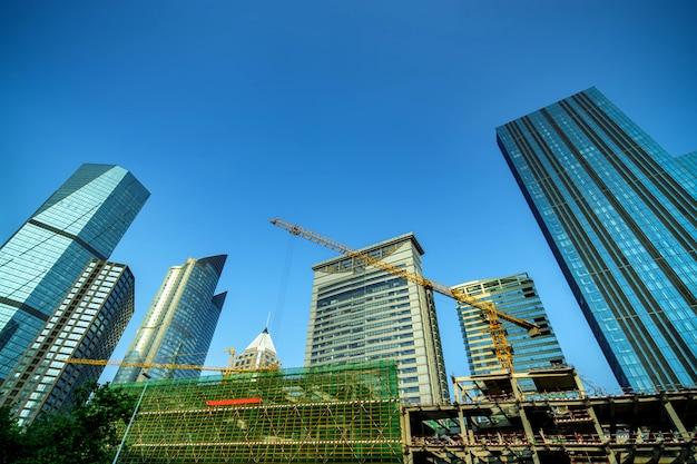 高層ビルの底面図 Premium写真